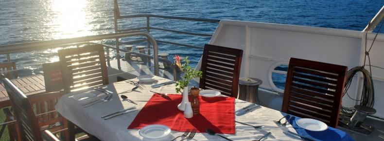 Petit-déjeuner sur le pont