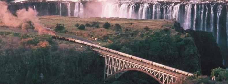 Rovos Rail devant les chutes Victoria