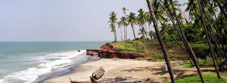 Plage et barques de pêcheurs, Kerala