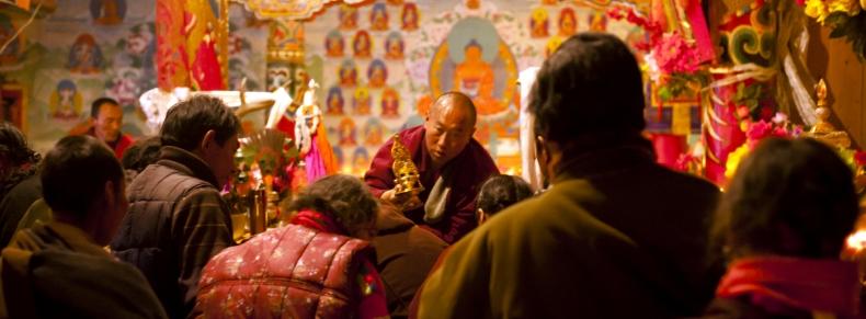 Enseignement bouddhiste dans un monastère